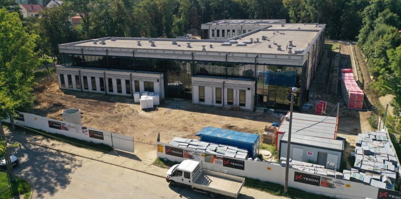 Trwają intensywne prace na placu budowy nowej szkoły specjalnej w Dębicy